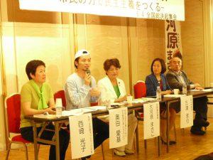 第1部のトークセッション。左から西崎光子(東京・生活者ネット代表委員)、奥田愛基さん(SEALDs)、大河原まさこさん、三浦まりさん(上智大学教授)、五十嵐敬喜さん(法政大学名誉教授)