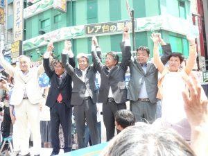 鳥越俊太郎さんを応援する各政党からの代表者が登壇した。右端は、東京ネット代表委員で都議の西崎光子。7月14日