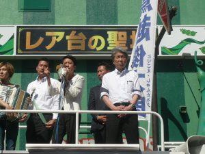 選挙戦最終日、鳥越俊太郎都知事候補の応援に、民進党参議院議員の蓮舫さん、同じく民進党参議院議員の福山哲郎さんがマイクをとった。7月30日、新宿駅東南口