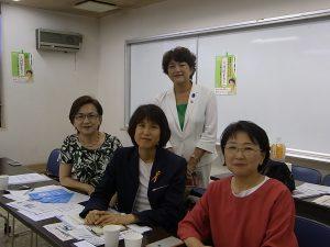 杉並でのミニフォーラムで。杉並ネット区議の奥田雅子、そね文子、東京ネット都議の小松久子とともに。7月5日
