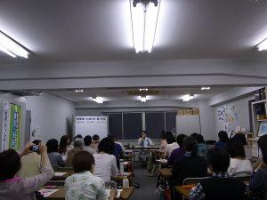 派遣向上フォーラム代表の渡辺照子さんを講師に開催した、「女性の働き方」連続講座Ⅱ「派遣労働の現場から見た派遣法 改悪の構造と今後の闘い―女性派遣労働者当事者の視点から―」。5月8日