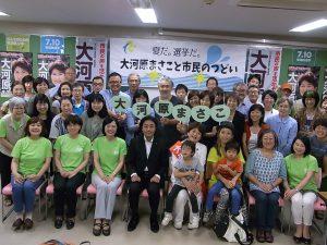 江戸川での市民集会で。江戸川ネット区議の伊藤ひとみ、本西みつえや、江戸川勝手連のメンバーとともに。7月2日、清新町コミュニティ会館